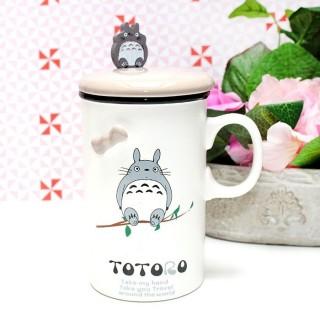 Mug Totoro sur une branche